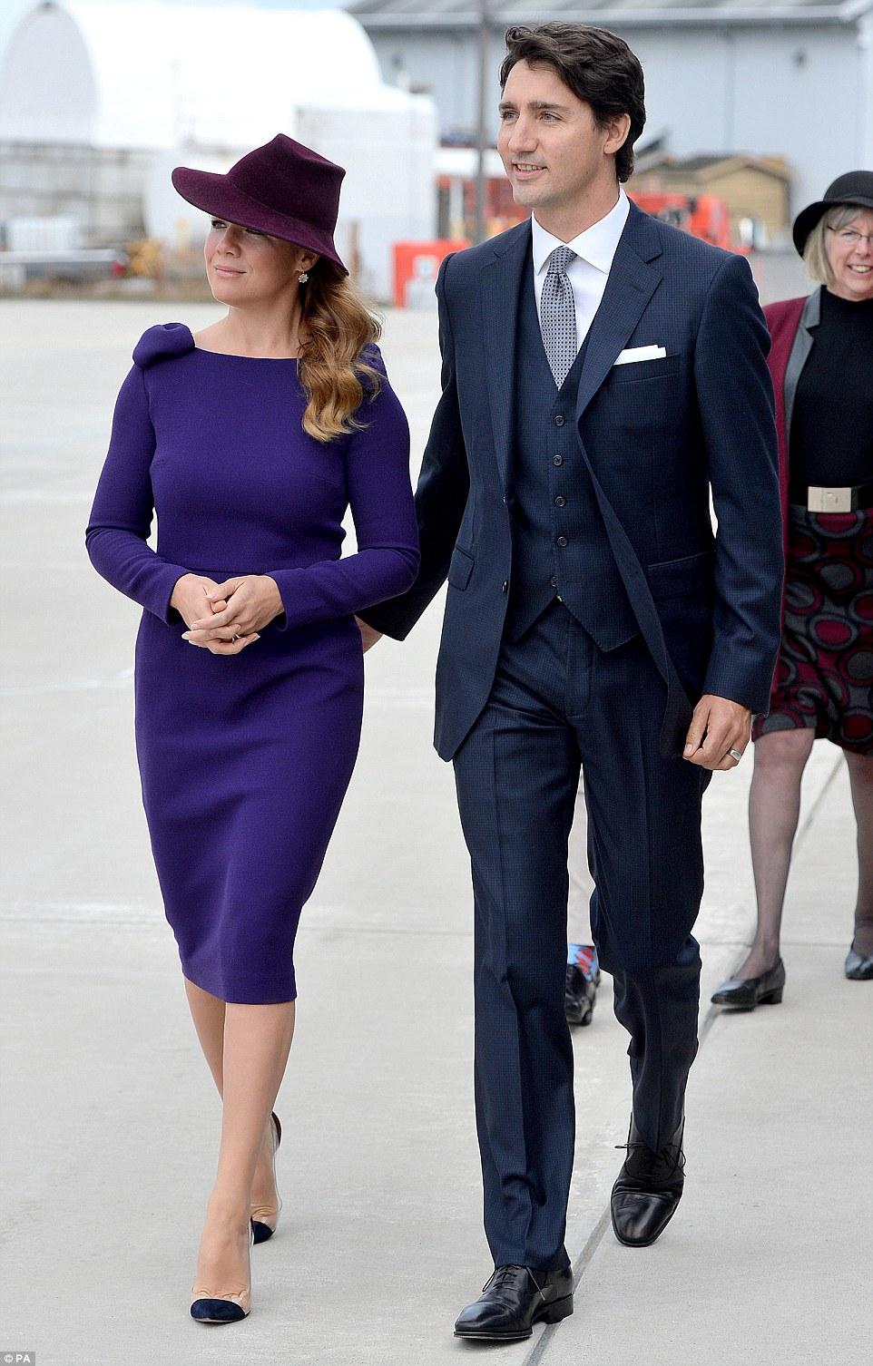 O primeiro-ministro do Canadá Justin Trudeau e sua esposa Sophie caminhou para saudar o duque ea duquesa de Cambridge