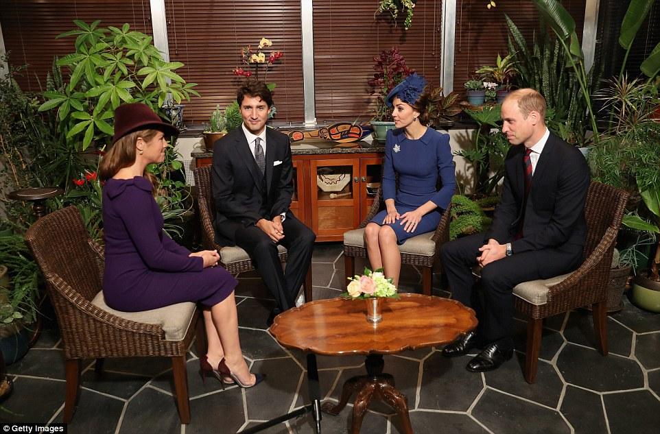 O Cambridges também passou um tempo com o primeiro-ministro e sua esposa durante uma reunião na Government House, Victoria