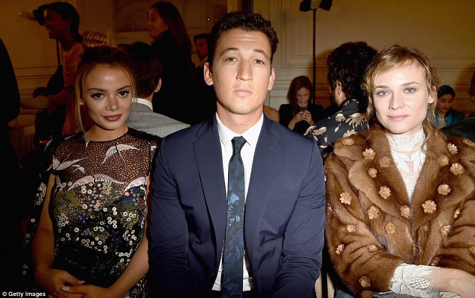 Todas as estrelas: Keleigh Sperry sentou-se junto à moderna ator Miles Teller e Diane Kruger no evento glamoroso