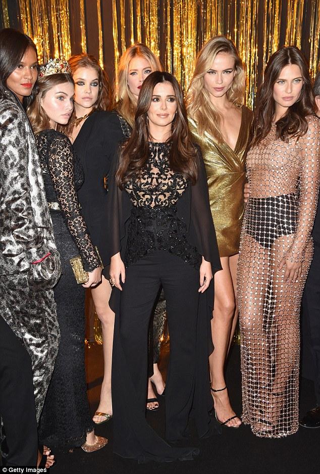Um surto de moda: calças de Cheryl arrastou atrás dela
