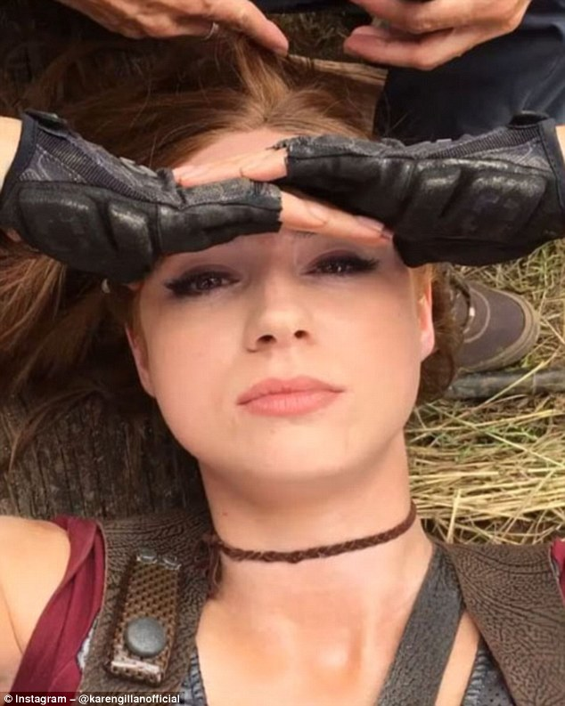 Karen Gillan Poses With Two Identical Stunt Doubles On The