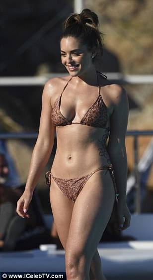 Olympia Valance Flashes Perky Cleavage As She Soaks Up The