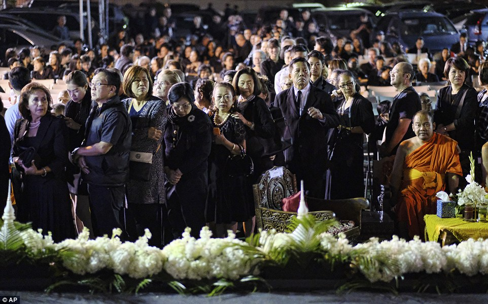 Thai people line up to pay their respects to King Bhumibol Adulyadej during a memorial at Wat Thai Temple in the North Hollywood section of Los Angeles on Friday