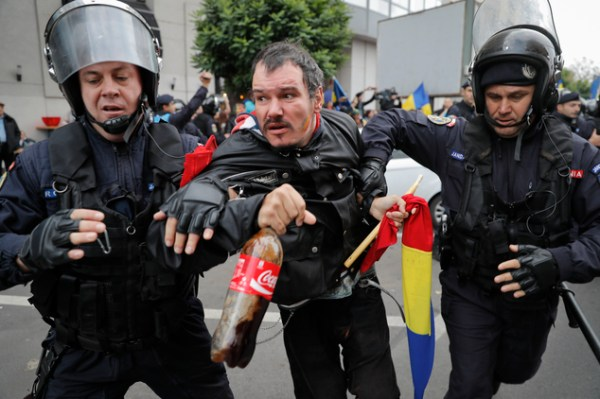 Romanians march to demand reunification with Moldova ...