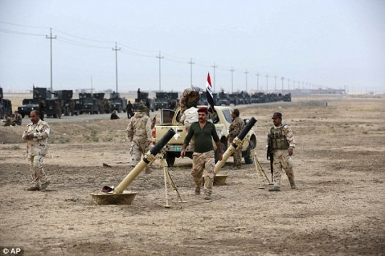 Iraqi special forces prepare to attack ISIS positions as fighting to retake Mosul enters a second week