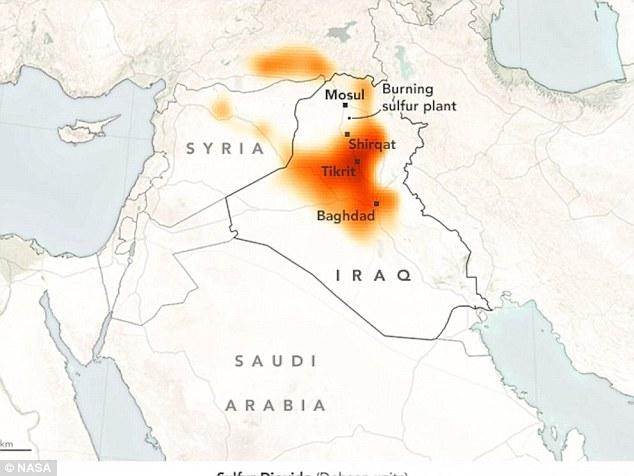 La Turquie est en état d'alerte pour un gigantesque nuage de pluie acide après ISIS a mis le feu à une usine de soufre au sud de Mossoul. Sur la photo, une carte du panache de soufre se propager à partir plus tôt cette semaine