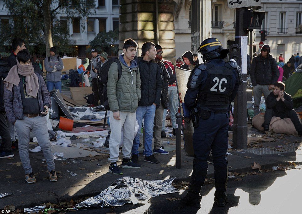 A police operation is under way in a Paris migrant camp that has resurged in recent weeks in a new challenge to French government efforts to tackle the migrant crisis