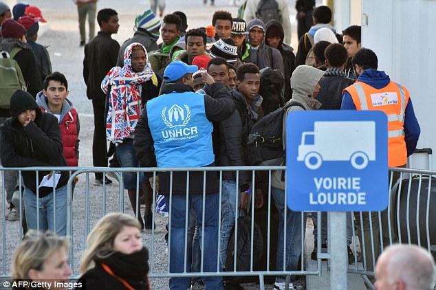Les autorités françaises ont promis une approche de la tolérance zéro à ceux qui essaient de revenir, disant qu'ils ne seront pas pour les camps illégaux plus