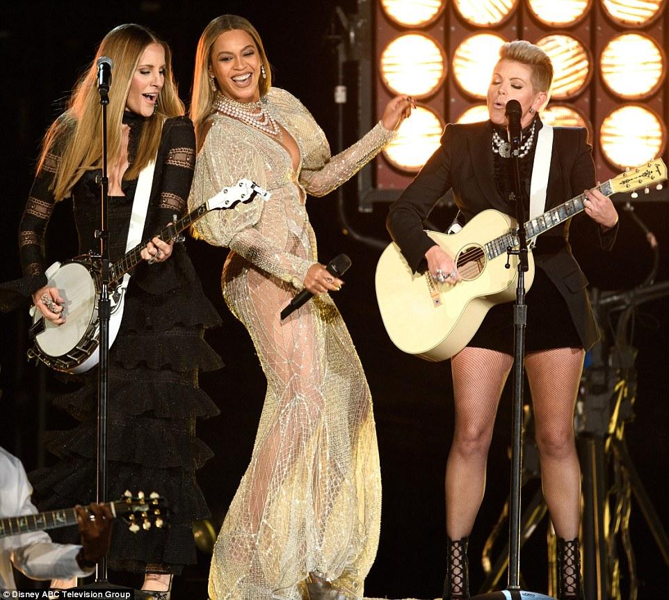 material familiar: Eles fizeram uma versão folksier de Beyonce da batida do paizinho Lessons
