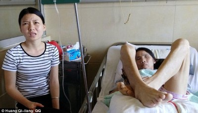 Cao (left) said her mother (right) had been admitted into the hospital for almost a week