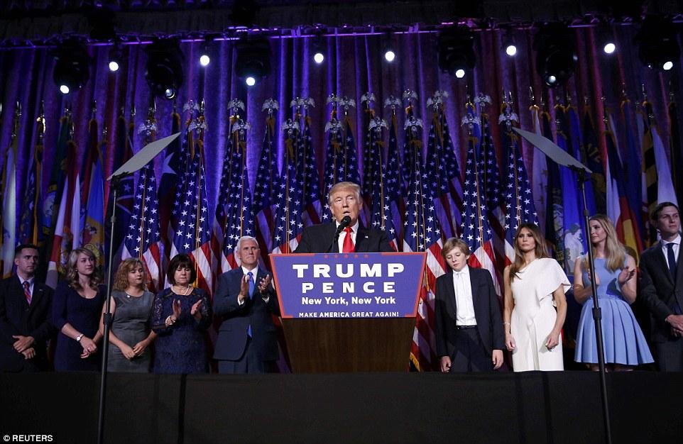 Equipe Trump: O Donald fez o seu discurso de vitória na frente de sua família e vice-presidente Mike Pence para uma sala cheia com apoiantes