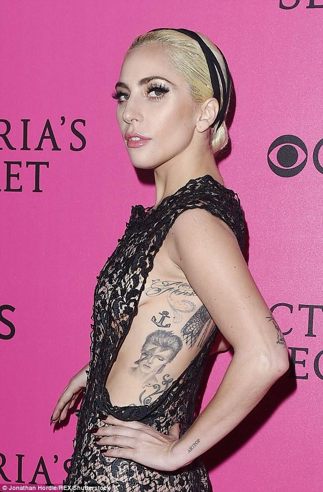 A lista de participantes: Lady Gaga estava colocando em uma aparência elegante à frente de seu desempenho