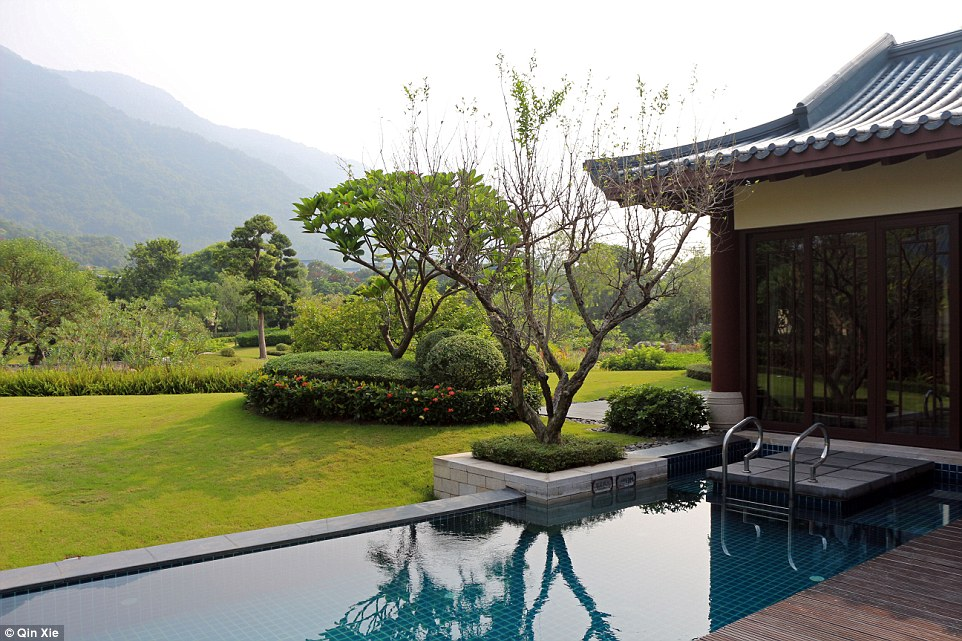 Guests staying in the villas will be treated to their own private hot spring. However, some villas also feature their own pools