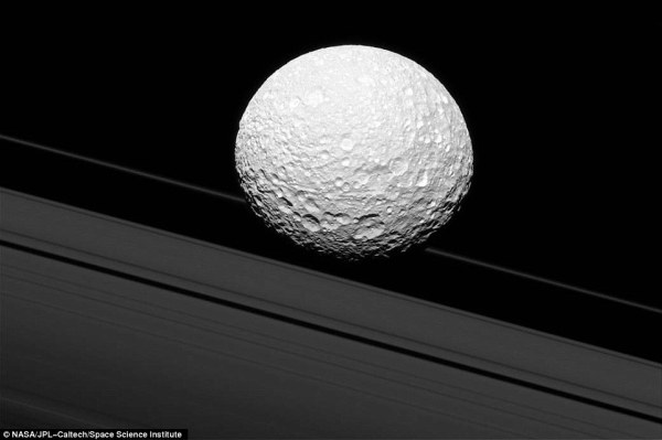 Cassini image appears to show Saturn's moon Mimas crashing ...