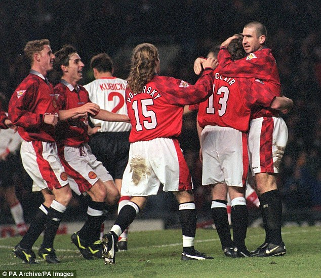 Great signed photo of manchester united legend eric cantona kneeling in his iconic celebration after scoring against manchester city in a match at old. Eric Cantona S Chip And Iconic Celebration For Manchester United Against Sunderland Was 20 Years Ago It Was A Moment Of Calmness That Helped Define The Star S Legacy Daily Mail Online