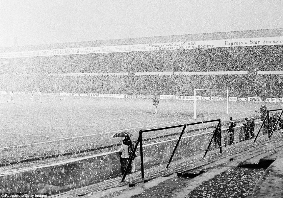 Blizzard conditions during the Second Division football match between West Bromwich Albion and Notts County in 1975