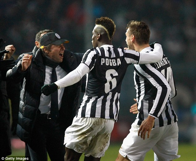 Paul Pogba and Llorente run to celebrate with Conte after the striker's goal at Atalanta in 2013