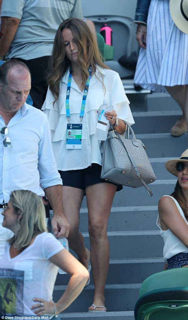 Kim Murray steps out at Australian Open as Andy returns to ...