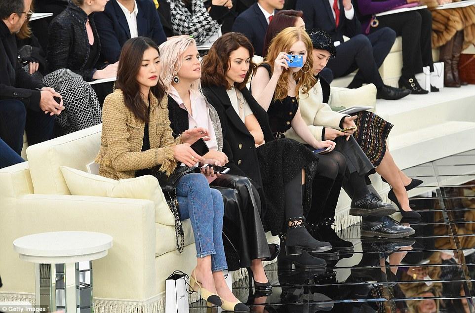 Instalações de FROW: Liu Wen, Cecile Cassel, Olga Kurylenko, Ellie Bamber, G-Dragon e Park Shin enfeitaram a primeira fila