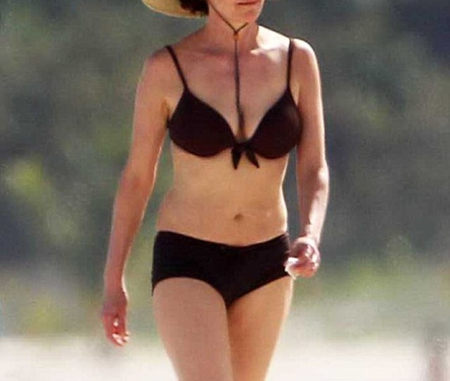 Diane Lane 52 Looked Incredibly Youthful In A Sexy Bikini While On