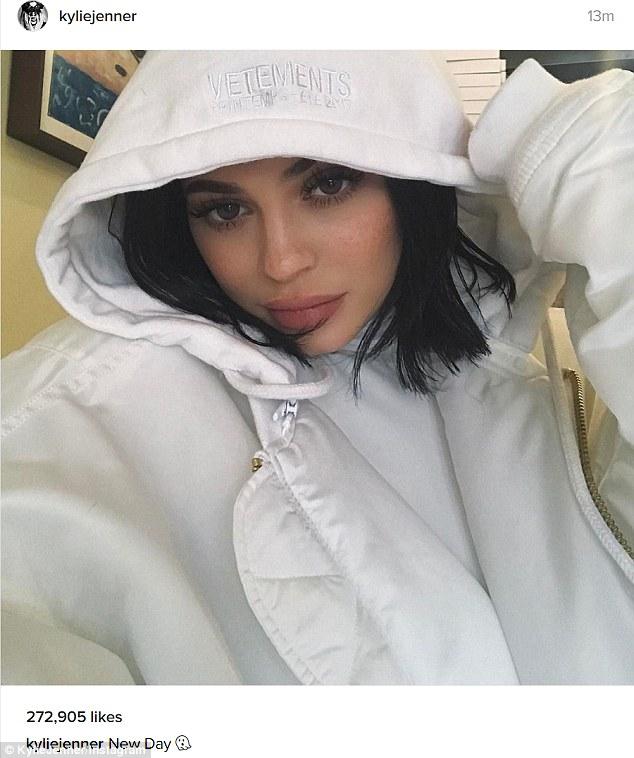 Kylie Jenner Posts Selfie In 800 Hoodie Before Car Tour