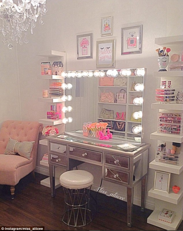 Make-up junkies flaunt their VERY stylish beauty rooms ... on Make Up Room  id=44513