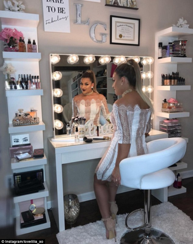 Make-up junkies flaunt their VERY stylish beauty rooms ... on Make Up Room  id=90740