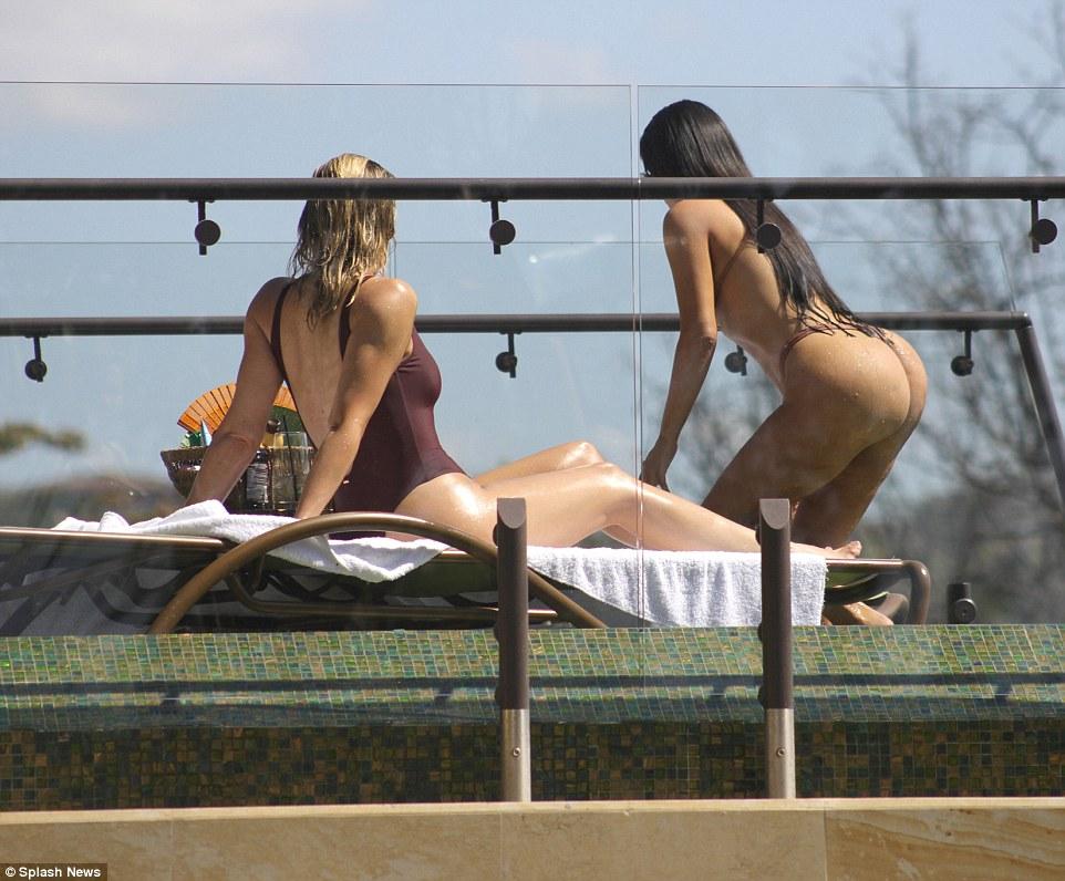 Kim Kardashian Shows Off Figure In Bikini In Costa Rica