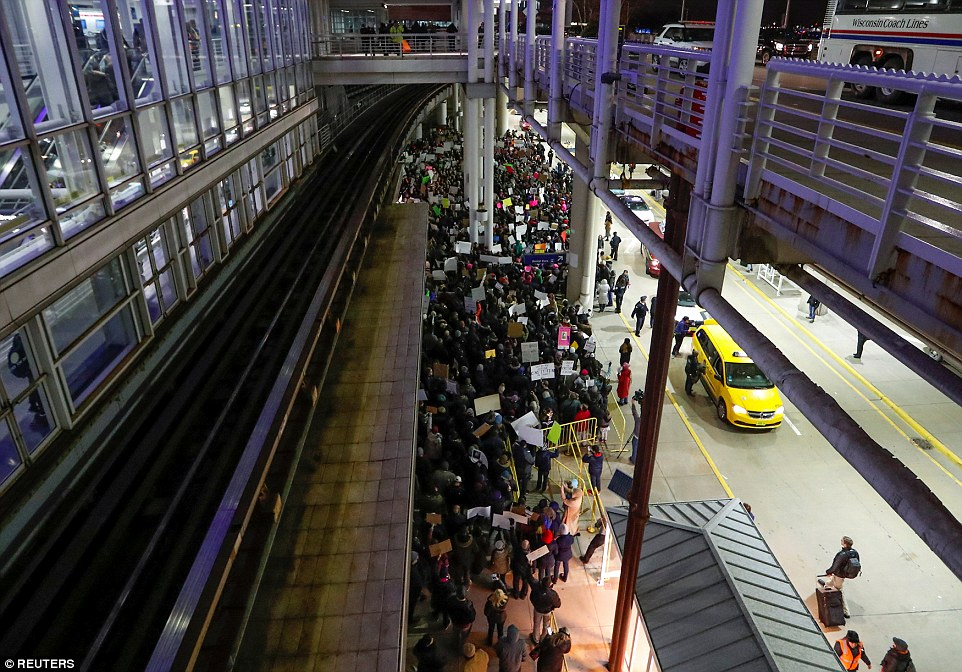 Hundreds of protesters arrived at Chicago O'Hare airport to protest against Trump's executive order on Saturday