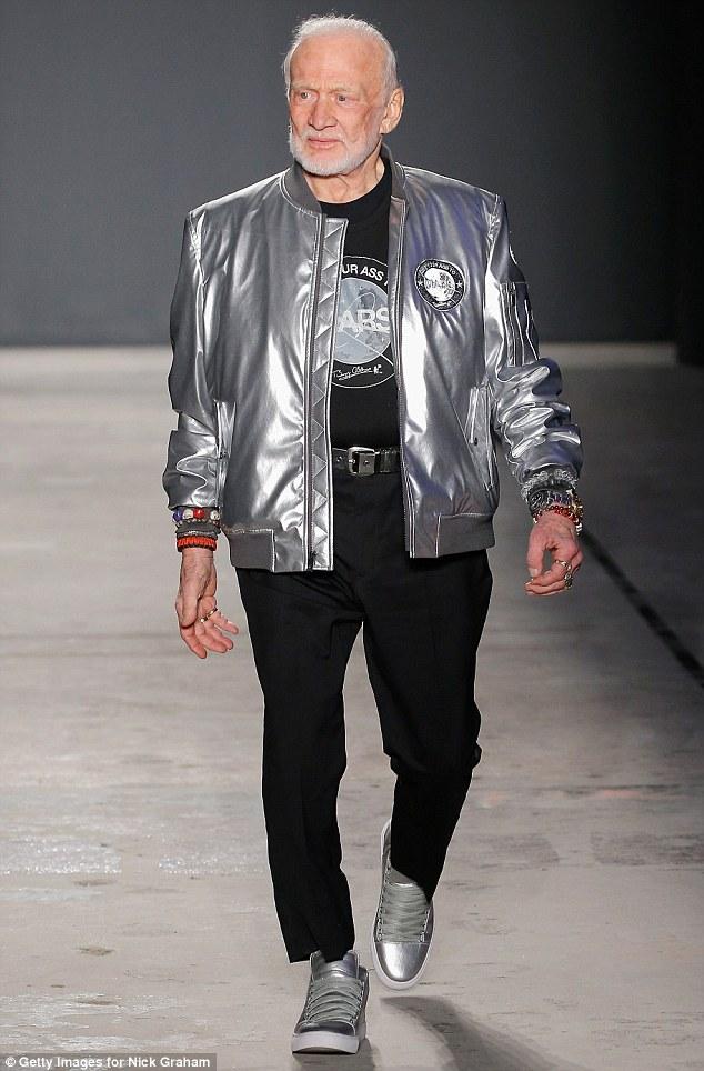 Imagini pentru new york fashion week buzz
