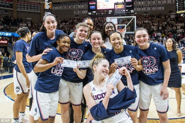 UConn women's basketball team wins 100th game in a row ...