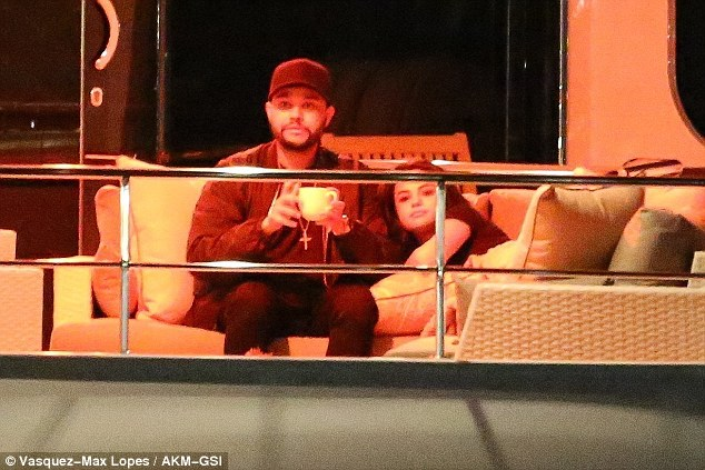 Selena Gomez And The Weeknd Rent Yacht For Valentines Day Daily Mail Online