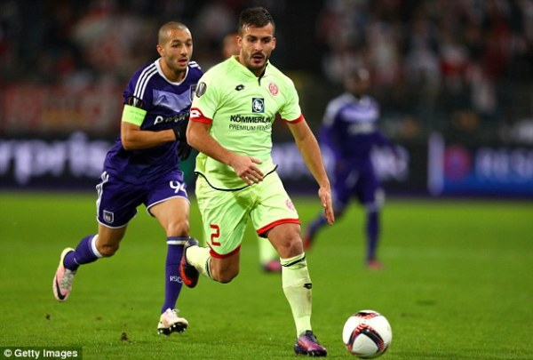 Burnley boss Dyche chases Mainz defender Donati | Daily ...