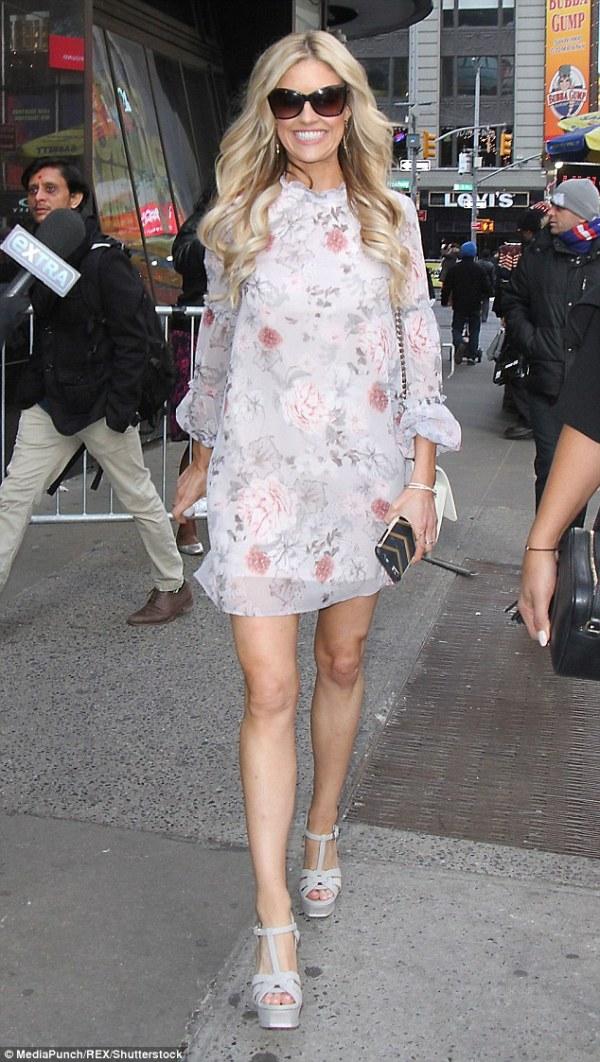 Flip Or Flop's Christina El Moussa shows off in mini dress ...