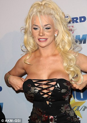 Courtney Stodden Suffers Wardrobe Malfunction At Oscars