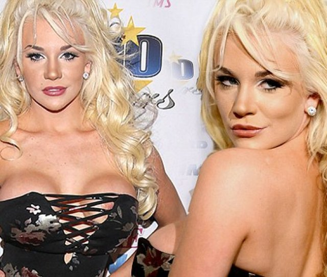 Courtney Stodden Suffers Wardrobe Malfunction At Oscars Daily Mail Online