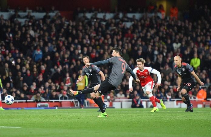Bayern Munich's Robert Lewandowski makes no mistake with his penalty to send goalkeeper David Ospina the wrong way