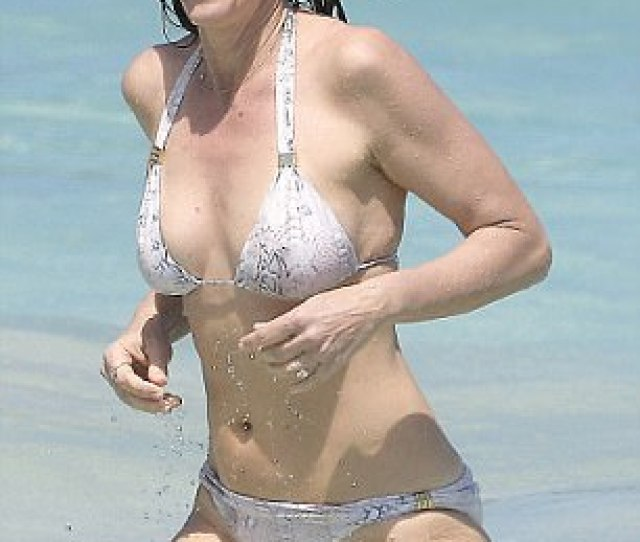 Supermodel The 51 Year Old Looked Stunning As She Made Her Way Through