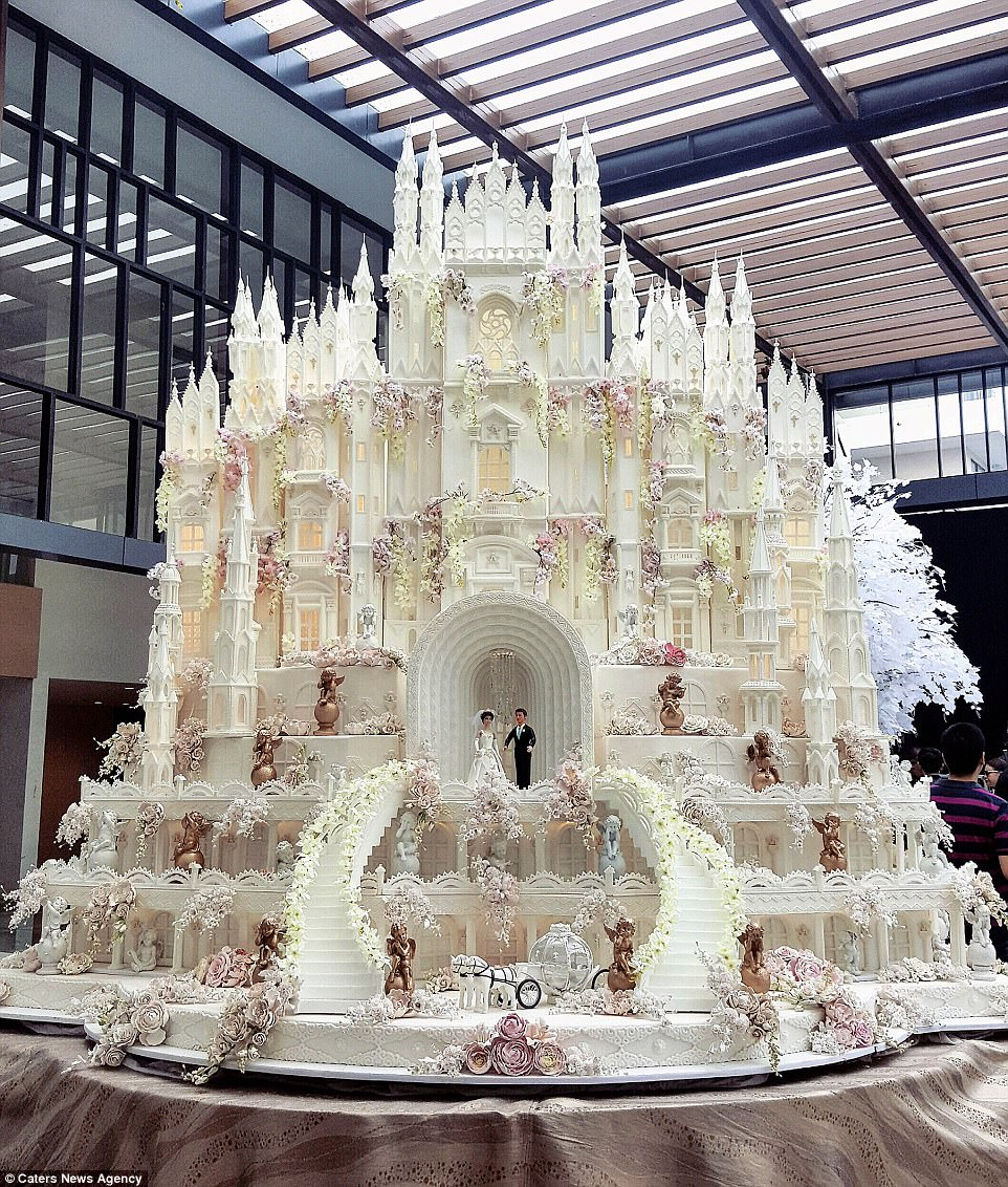 Are these the most elaborate wedding cakes of all time    Daily Mail     This extravagant cake is an epic castle  and looks like it came straight  out of