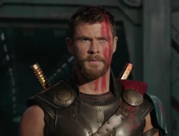 Trailer for Chris Hemsworth's Thor Ragnarok HAMMERS record ...
