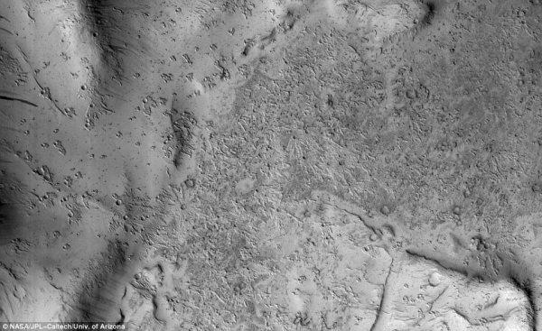 NASA revelas bizzare 'giant bird footprints' on Mars ...