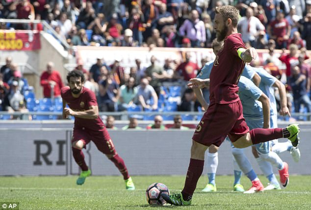 Daniele De Rossi briefly pulled Roma back into the clash after converting from the penalty spot