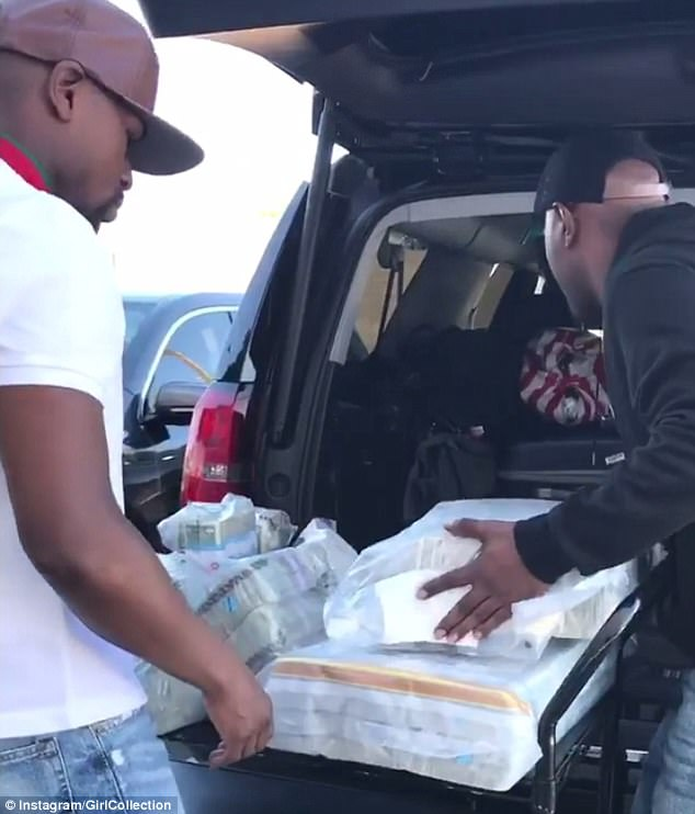 Floyd Mayweather was seen moving approximately $5m into a car with his associates