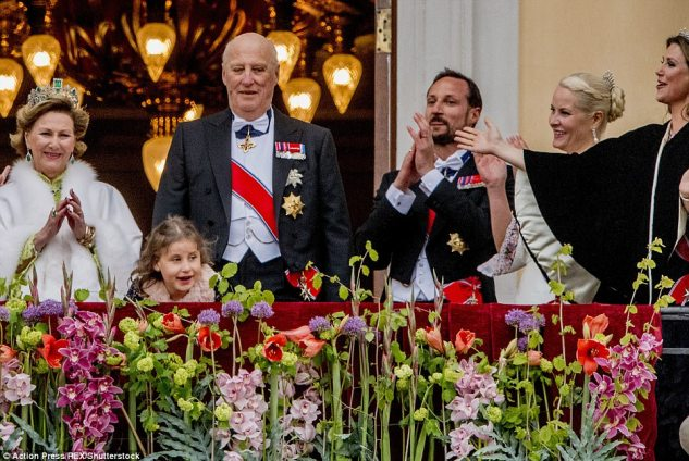 The royals clapped asKing Harald and Queen Sonja took to the balcony to greet the crowds and celebrate their birthdays