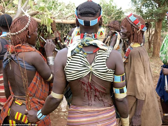 Hamar women are some of the most elaborately dressed of the region - with goatskin skirts decorated with glass beads, whilst their hair is covered with a mixture of grease and red ochre. Elaborate scarification of the body is also the custom of the Hamar