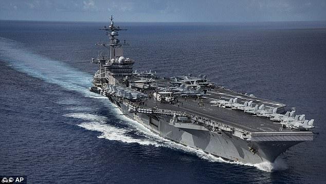 Los EE.UU. gasta casi $ 600 mil millones años en su presupuesto de defensa y tiene 19 portaaviones (incluyendo USS Carl Vinson)