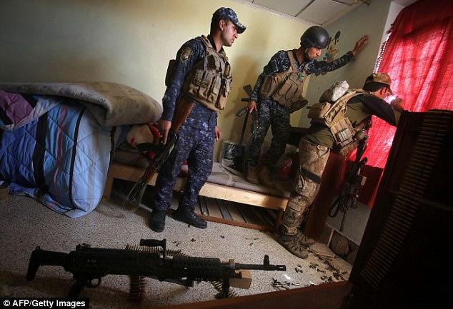 Los militantes habían desplegado 30 coches bomba suicidas contra sus tropas en Mosul en los últimos dos días. En la foto: iraquí contra el Terrorismo Servicios en Mosul