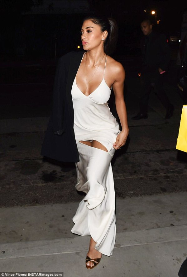 Nicole Scherzinger flashes pants at Dirty Dancing premiere ...