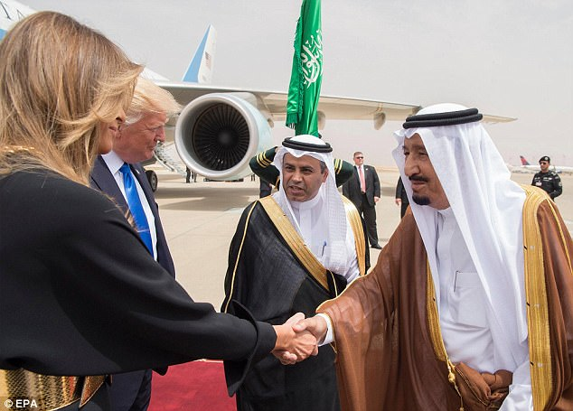 Saudi Arabia's King Salman bin Abdulaziz Al Saud (right) welcomes DonaldTrump and first lady Melania Trump at the airport