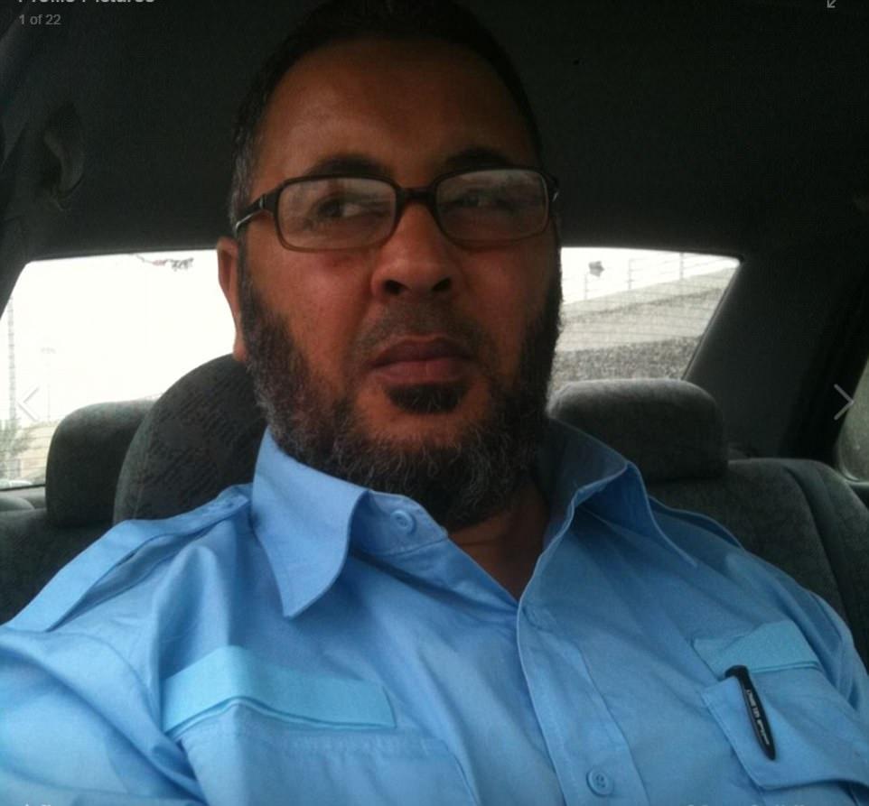 Ramadán Abedi (en la foto) el padre de la Arena de Manchester bombardero Salman Abedi afirma que su hijo parecía 'normal' la última vez que hablaron hace cinco días, e insiste: 'No creemos en la matanza de inocentes'